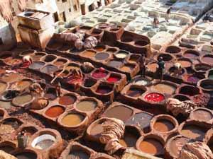 Königsstädte Marokko - Traditionelle Gerberei in Fes