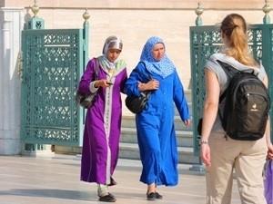 Frauen in Rabat bei Marokko Rundreise
