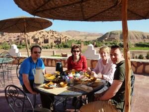 Frühstück auf Terrasse in Ait Benhaddou