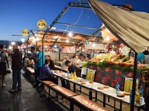 Djemaa el Fna Essen in den Garküchen mitten in Marrakesch