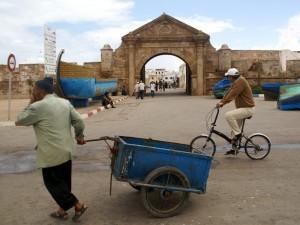 Mann-Gepäckkarre-Essaouira