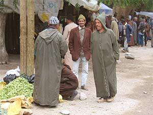 trekking-marokko-männer-markt-asni