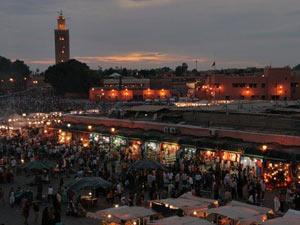Blick auf den Djemaa el Fna Platz in Marrakesch