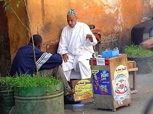 königsstädte-marokko-straßenverkäufer-rabat