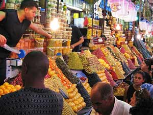 Meknes Königsstädte Marokko Souk Olivenstand