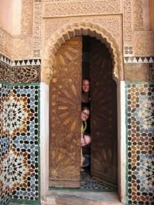Tür mit Mosaik in einer Koranschule