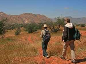mit Guide durch das Tal wandern