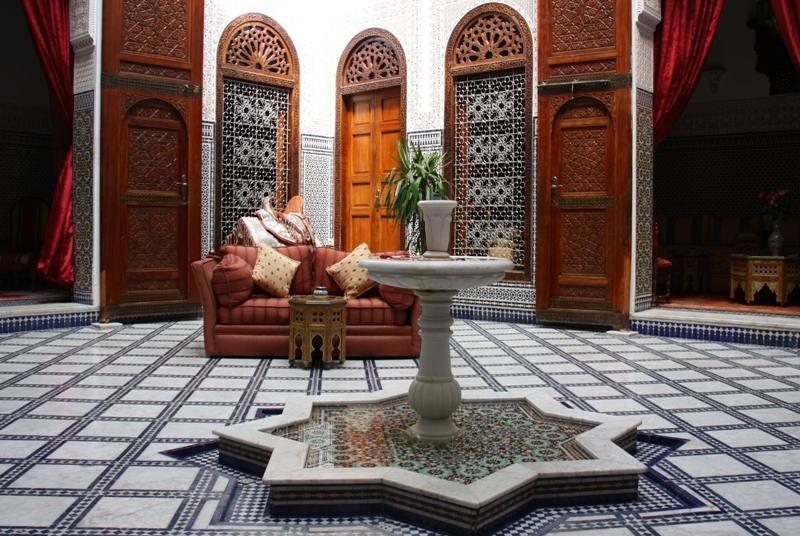 Innenhof mit Brunnen in Riad