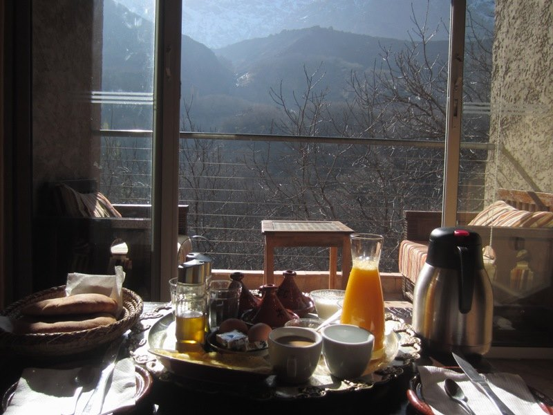 Frühstück mit Ausblick in Imlil Marokko