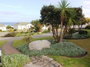Kapstadt bis Port Elizabeth: Gartenanlage der Unterkunft in Hermanus