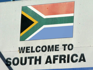 """Südafrikanische Flagge mit einer Aufschrift """"Welcome to South Africa"""""""