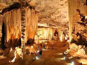 Die Cango Caves sind Tropfsteinhöhlen bei Oudtshoorn