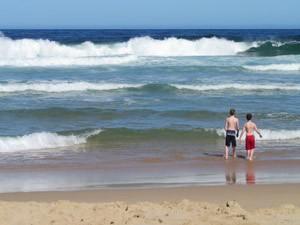 Kinder am Strand in Südafrika