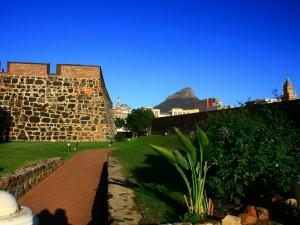 Südafrika Rundreise mit Kindern: Castle in Kapstadt mit Blick auf den Tafelberg