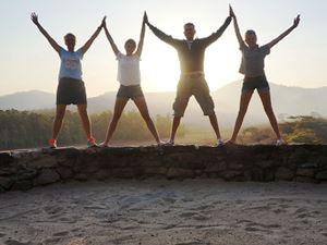 Südafrika Rundreise Familie bei Sonnenuntergang