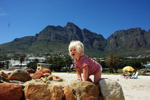 Kind am Strand von Hout Bay
