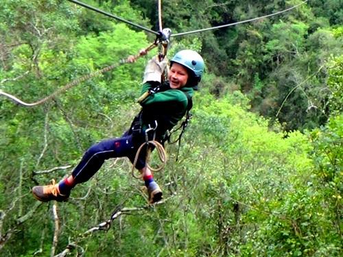 Junge beim Canopy im Tsitsikamma Nationalpark