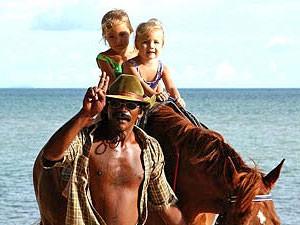 Malaysia Westküste: Ponyreiten am Strand von Langkawi