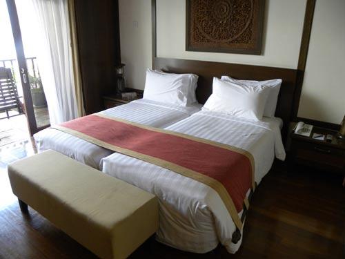 Schlafzimmer in der Wasservilla in Bukit Merah