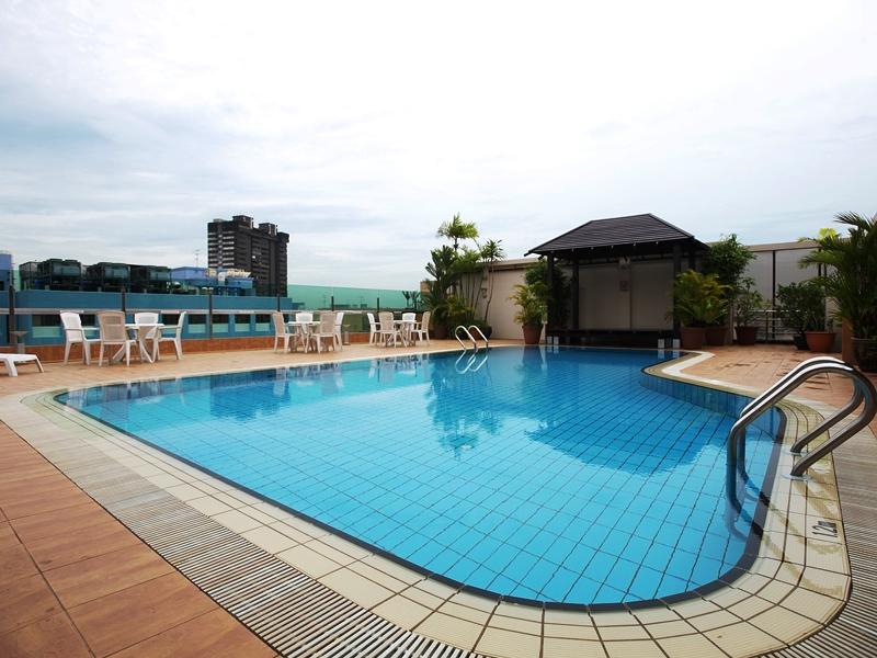 Pool im Hotel in Singapur
