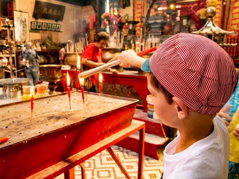 Warum nach Malaysia reisen? Junge Kerzen Tempel