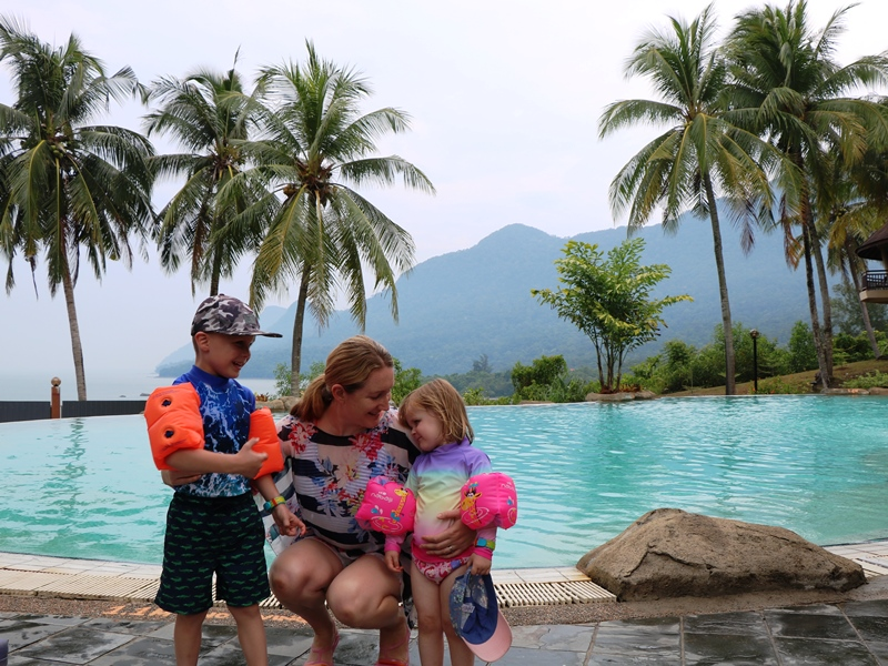 Kuching Damai Beach Familie