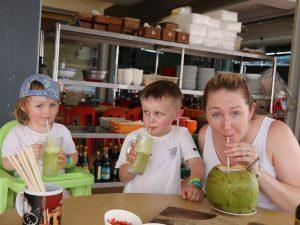 Kokosnuss schlürfen Kuching Malaysia