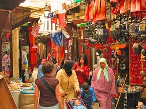 Bunte Läden in der Medina in Marokko