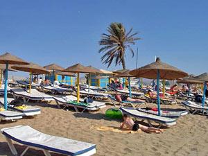 Strandliegen am Strand von Agadir