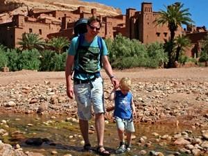 Königsstädte Marokko: ait-benhaddou-flussueberquerung