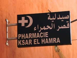 Schild einer marokkanischen Apotheke