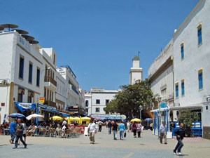 Platz mit Restaurants in Essaouira - eines der Marokko Highlights
