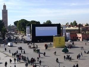 Tribüne auf dem Platz in Marrakesch ist aufgebaut für das Filmfestival