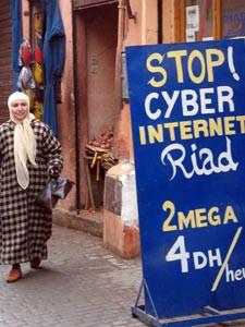 Schild eines Internetcafés