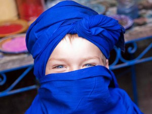 Rundreise Marokko: Junge mit blauem Turban