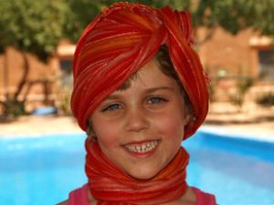 Marokko Rundreise mit Kindern: Kind mit Kopftüchern