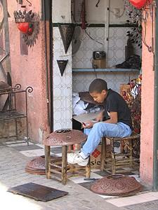Handwerkerjunge in den Souks