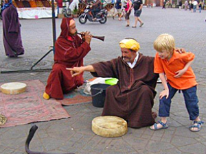 Schlangenbeschwörer in Marrakesch am Anfang Ihrer Rundreise durch Marokko