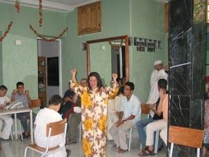 Frau tanzt auf einem Fest