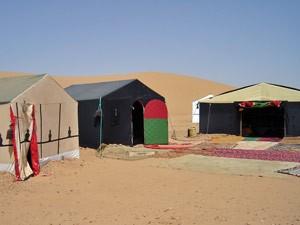 Zelte eines Wüstencamps