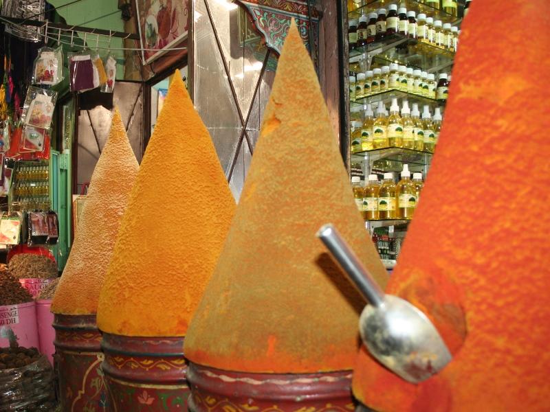 Marokko Rundreise Marrakesch Gewürzpyramide