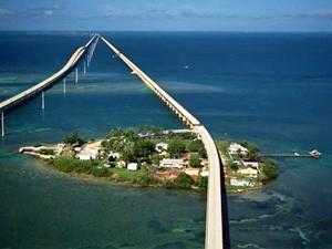 Lange Brücke über dem Meer nach Key West