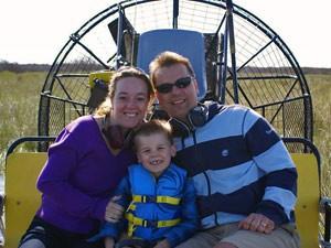 Sunshine State: Familie auf dem Airboat in den Everglades