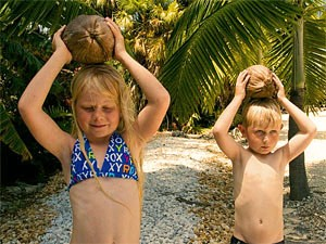 Florida Highlights: Kokosnuss und Kinder am Strand