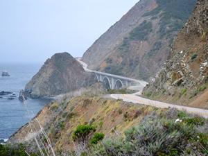 Kurvige Küstenstraße Highway 1 in Kalifornien