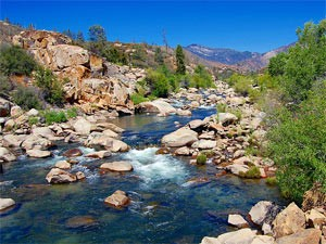 Sequoia National Park: Fluss bei Kernville