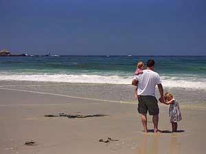 Kalifornien Rundreise: Vater mit Kindern am Strand