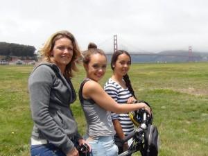 Familie an der Golden Gate Bridge