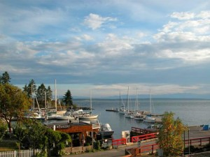 Blick auf einen Hafen an der Sunshine Coast