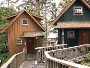 Zwei Häuser der Unterkunft in Ucluelet - Kanada Highlights